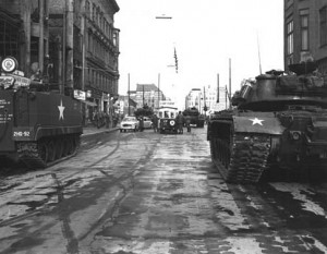 Berlinkrise: Checkpoint Charlie 1961-10-27.