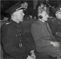 """Neben Frank saß ständig sein """"persönlicher Aufseher"""" Přemysl Jankovský"""