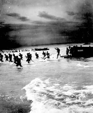 Amerikanische Marineinfanteristen landen am 6. Juni 1944 in der Normandie