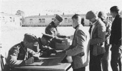 Registrierung von Ingternierten im Ilag Biberach 1942.