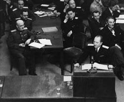 Der sowjetische Chefankläger Roman Rudenko (1907-1981, Bild vorn am Pult)