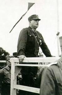 Ernst Röhm (Mitte) bei einer frühen NSDAP-Veranstaltung