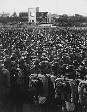 Reichsparteitag in Nürnberg, 9.9.1935. Übersicht über den großen Appell der SA, SS und des NSKK. Quelle: US National Archives, ARC Identifier: 558778.