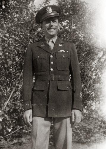 Oberleutnant Lewis C. Heinzman 1944 während eines Heimaturlaubs in San Pedro, Kalifornien, USA. Quelle: JESSIE V. HEINZMAN / NACHLASS LEWIS C. HEINZMAN; PRIVAT BETTINA MIKHAIL